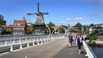 Crossing the bridge to Zaanse Schans