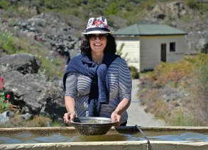 Fiona gold panning