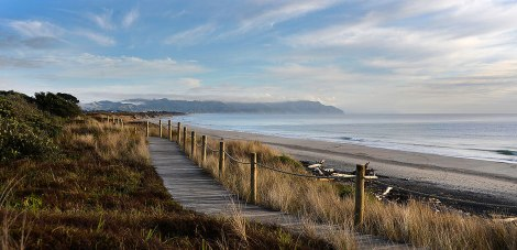 The walk to Waihi Beach